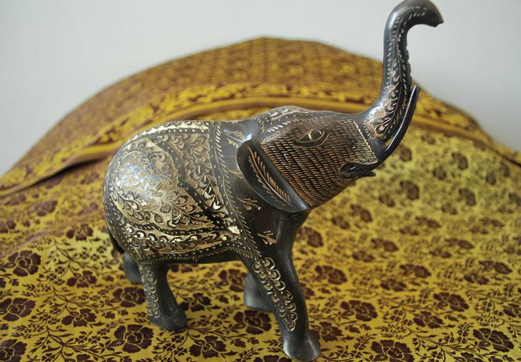 El elefante de la buena suerte del asia gardens asia gardens - Como deshacerse de la mala suerte ...